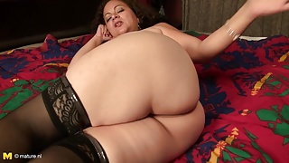 Old mom with great big ass hungry for fuck