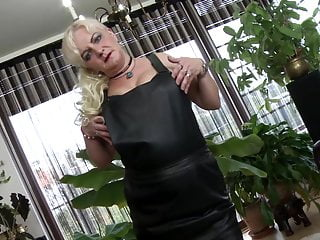 Blonde chubby in stocking Chubby mature wife feeding her pussy