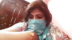 Desi aunty ki sex lesson how to satisfy an unsatisfied Desi