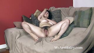 Wara strips naked to show her hairy body off today