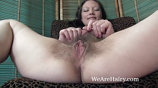 Cara Banx shows off her sexy naked hairy body