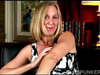 Porn 4 u - Beautiful busty old spunker fucks her fat juicy pussy 4 u