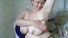 mom with big tits 4
