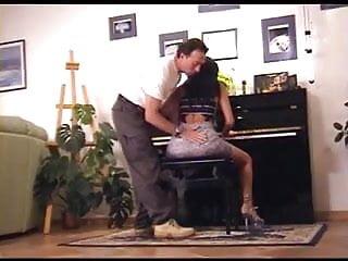 Sey naked girls Razz- con il piano sei brava adesso vediamo con la tromba