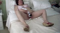 slut wife masturbating