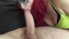 La milfona infedele prova a succhiare un cazzone enorme