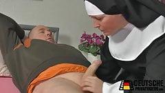 Die hilfsbereite Nonne
