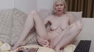 Short clip of a lady vith dildo