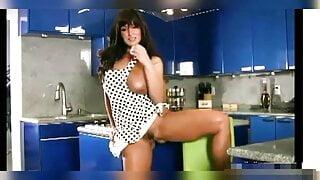 Lisa Ann Ozdoyum (masturbation)