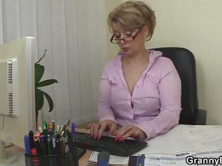 Office woman likes dick - Guy fucks mature office woman on the floor