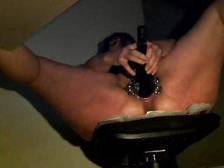 Orgasm with bottle - Hidden cam at work -versteckte kamera bottle squirt