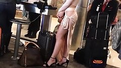 Voyeur - Sexy babe at the airport