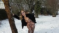 Funny Pee in the snow