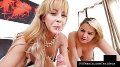 Heiße Mutter Cherie Deville zeigt Alix Lovell, wie man Schwanz lutscht!