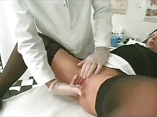 Women examining penis - Doctor makes no simple examination