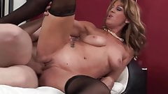 Facial for really sexy mature lady in stockings