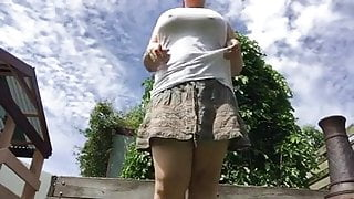 Fat girl pissing