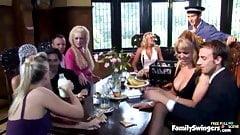 Gli scambisti cenano e poi scambiano, con protagonista Valerie Pearl, Kat Lee