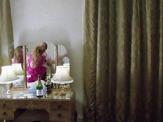 Helen mirren naked nude pics Helen mirren nue dans hussy 1980