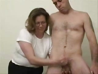 Young amateur voyeur masturbation - Mature slut loves to jerk stranger. amateur older