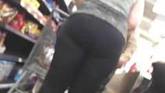 Big PAWG Bending Over in CheckOut Line