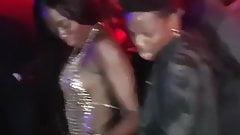 Deux danseuses black bandantes en boite allumeuses