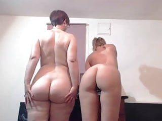 Big ass humper - Pawg geek shakes her big ass with sexy slim friend