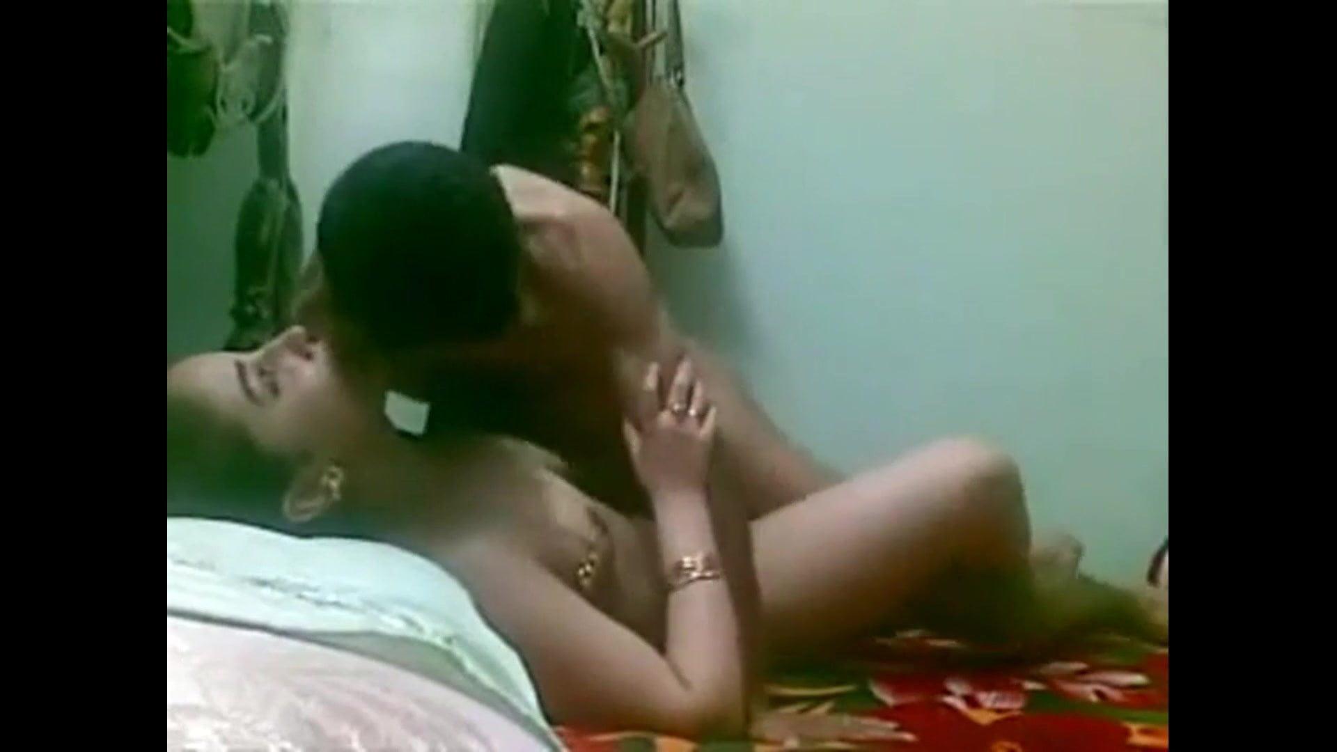 Порно ролики арабки скрытая камера измена мужу