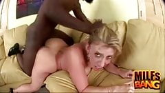 Милфа Sara Jay получает сперму в рот