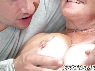 Spreading for cock - Old vixen hettie eaten out and spreads legs for cock