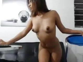 Videos de jovencitas colegialas follando porno - Jovencita colombiana cabalgando y follando su dildo