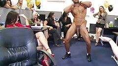 Офисная секс-вечеринка