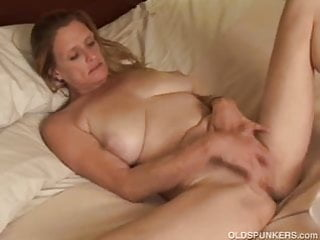 Hopper bottom trailers - Mature trailer trash amateur with big tits plays with her