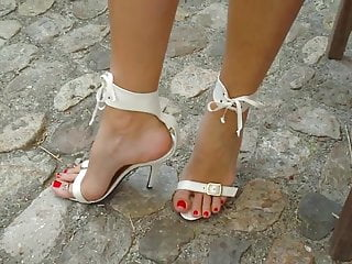 Vintage sandals 1970s leather and metal rings 10 new white high heel sandals and ring on big toe.