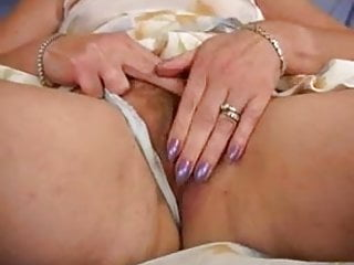 Loose pussy really - Mature redhead bangs her loose pussy