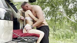 young couple could not resist and arranged hot sex in nature
