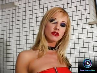 Teens wearing leather Sandy wearing a leather outfit and shows her pussy