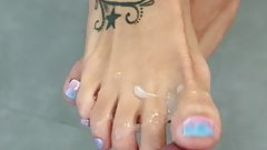 Cum tribute my sexy feet please