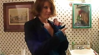 Sexy MILF behind the scenes shows you how its done