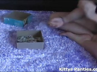 Adult flash free games puzzles online - Cute kitty flashing her panties while doing a puzzle