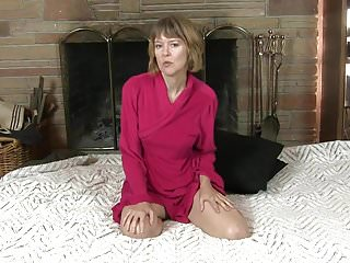 Mommy sex video - Uk mommy toying herself