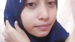 Melly Masturbate in Shower - Indonesian Muslim Girl (Blue)