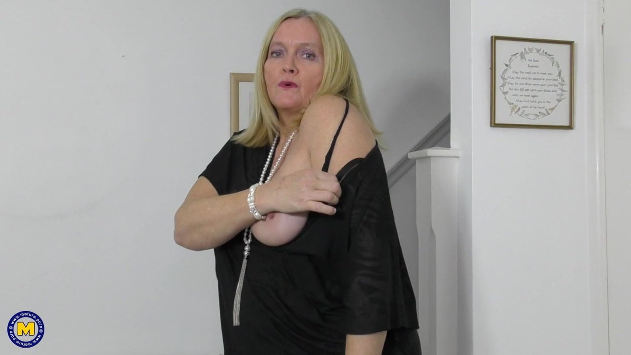 Free download & watch hot granny wants to masturbate for you          porn movies