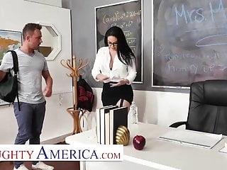 Beretta magazine bottom - Naughty america - brooke beretta is horny and wet for her st