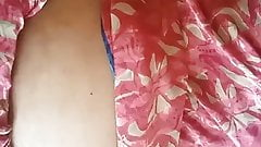 chennai hot aunty maha showing her body with tamil audio : 3