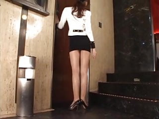 Japanese high heels fetish - Upskirt teasers - the sexy usher