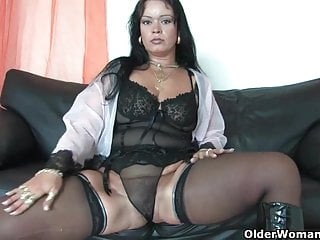 Mature in corset Sleazy moms in corset and stockings having solo sex