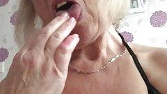 Бабушка Jan развлекается