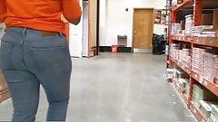 Латинская попка в джинсах скрытой камерой