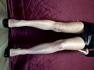 Mihi coleos patentes cum cunno mihi mentula Nylon tights, latex mini skirt, fishnet panties, patent leat